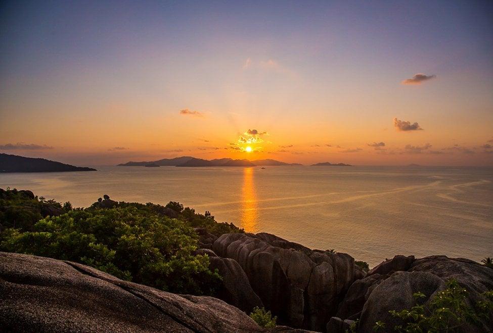 975x660_Sunset_view_over_Praslin_Island_140x87