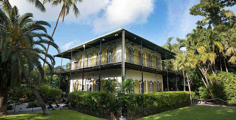 Hemingway_House_Side_Yard_Grass_roboneal_3355_sized_01