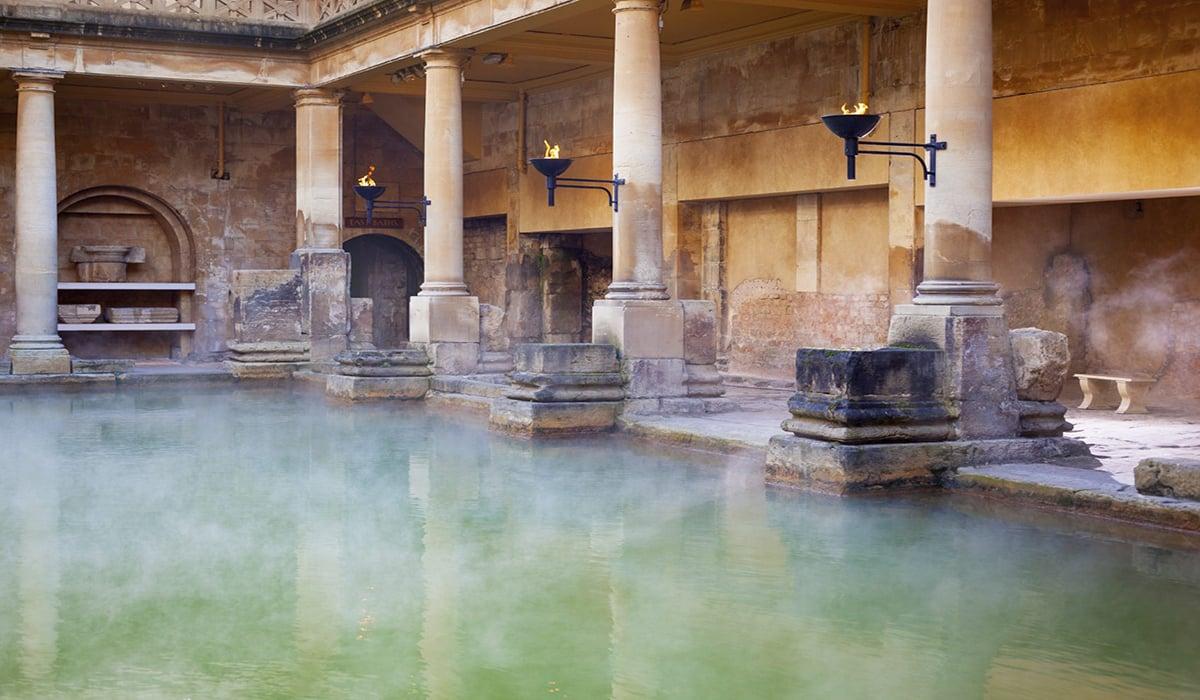 Main-Pool-in-the-Roman-Baths-Bath-UK-000035878854_Medium
