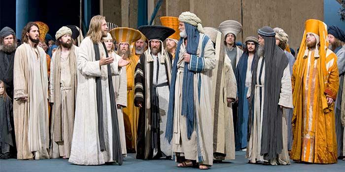 Oberammergau_Passion_Play_Jesus_Priests