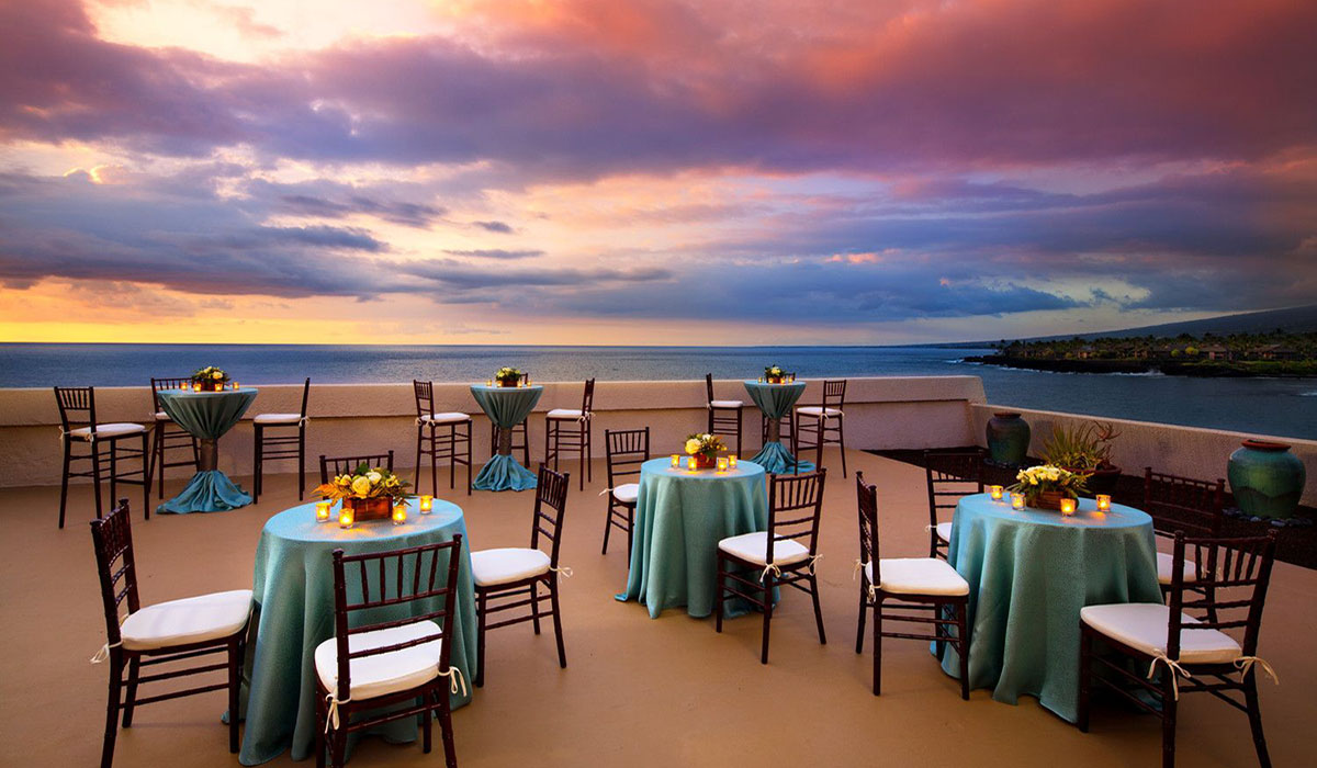 Pleasant Sheraton Kona dining tables with sunset view