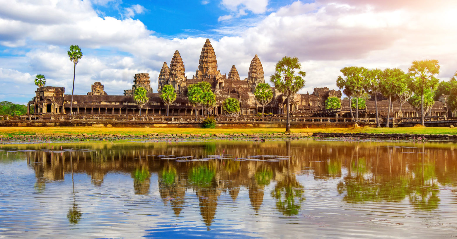 Website-Blog-Iconic-Life-Uniworld-Angkor-Wat-Cambodia-shutterstock-Guitar-photographer-1560x816