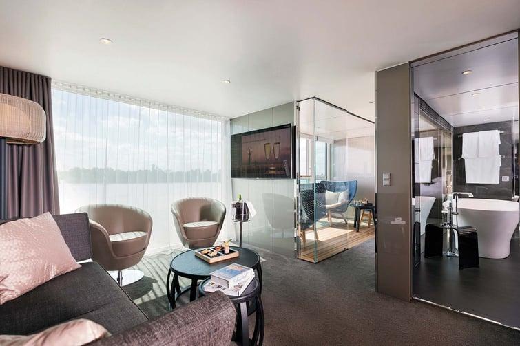 sc-suite-royal-OwnersSuite2